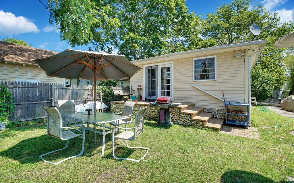 独户住宅 为 出租 在 1723 Newman Street 科摩湖, 新泽西州 07719 美国