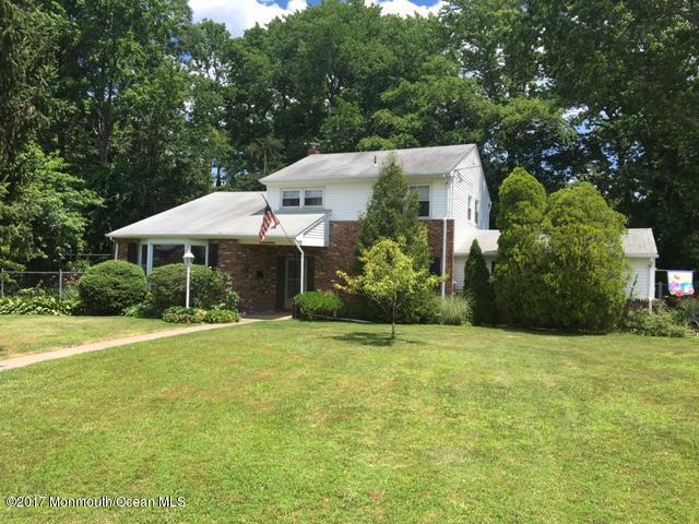 Maison unifamiliale pour l Vente à 19 Claridge Drive New Monmouth, New Jersey 07748 États-Unis