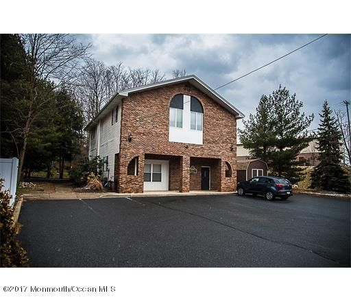 Commercial pour l Vente à 236 Possum Hollow Road Jamesburg, New Jersey 08831 États-Unis