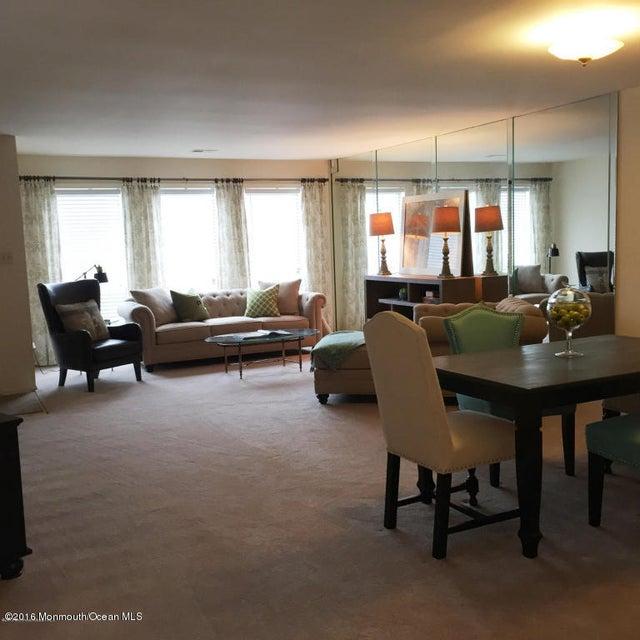共管式独立产权公寓 为 出租 在 106 Radcliff Place 摩根维尔, 新泽西州 07751 美国