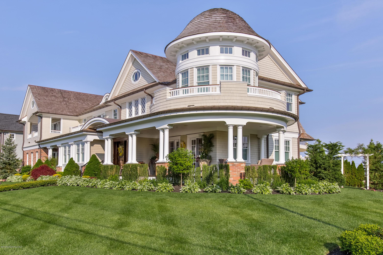 独户住宅 为 销售 在 23 Pitney Avenue 斯普林莱克, 07762 美国