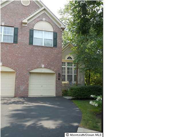 Appartement en copropriété pour l à louer à 8 Pine Tree Terrace Holmdel, New Jersey 07733 États-Unis