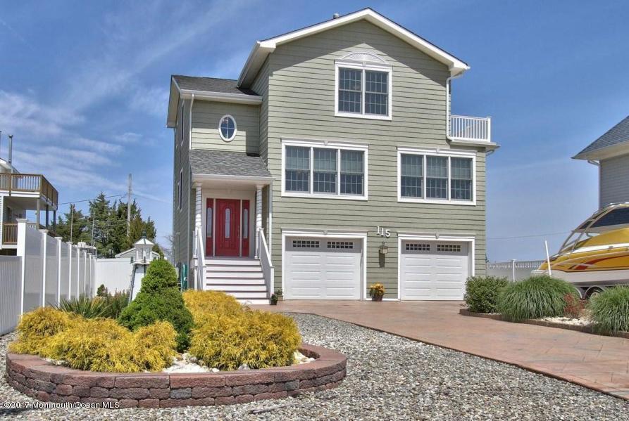 独户住宅 为 销售 在 115 Dollmore Avenue Waretown, 08758 美国