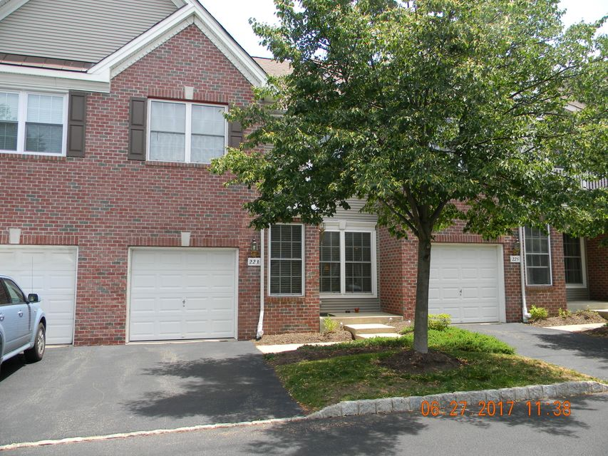 Maison unifamiliale pour l Vente à 223 Satinwood Drive 223 Satinwood Drive Middletown, New Jersey 07748 États-Unis