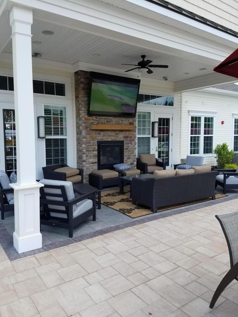 Clubhouse Outdoor Lounge