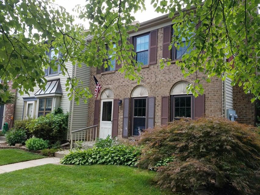 Condominio por un Alquiler en 40 Bristol Court Freehold, Nueva Jersey 07728 Estados Unidos