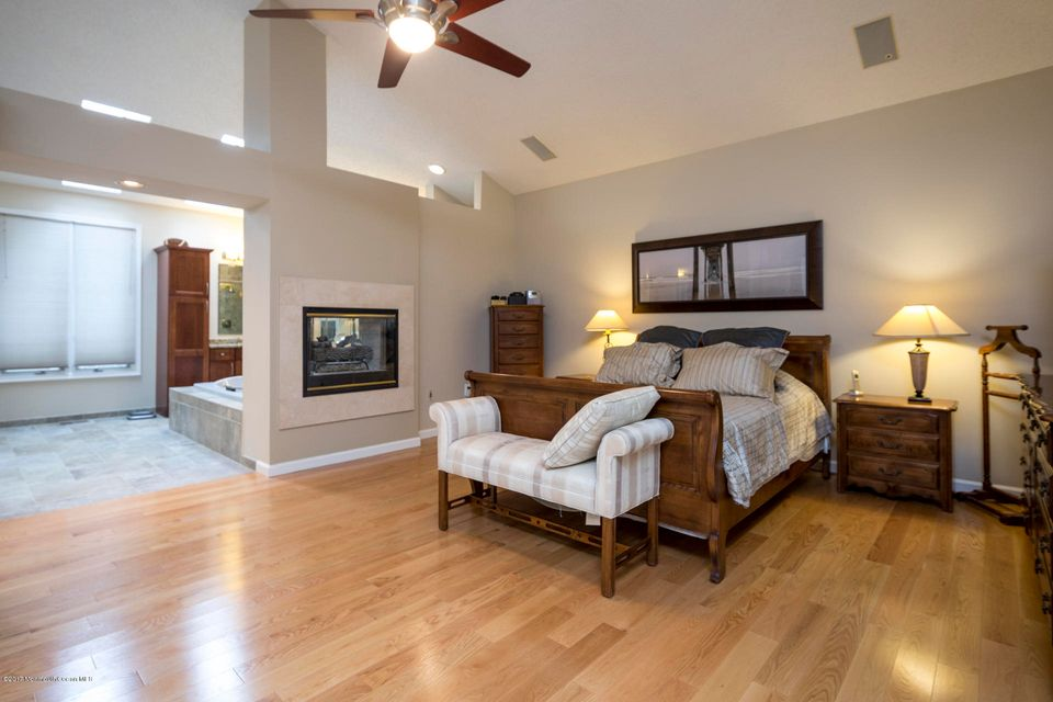 16_Master Bedroom