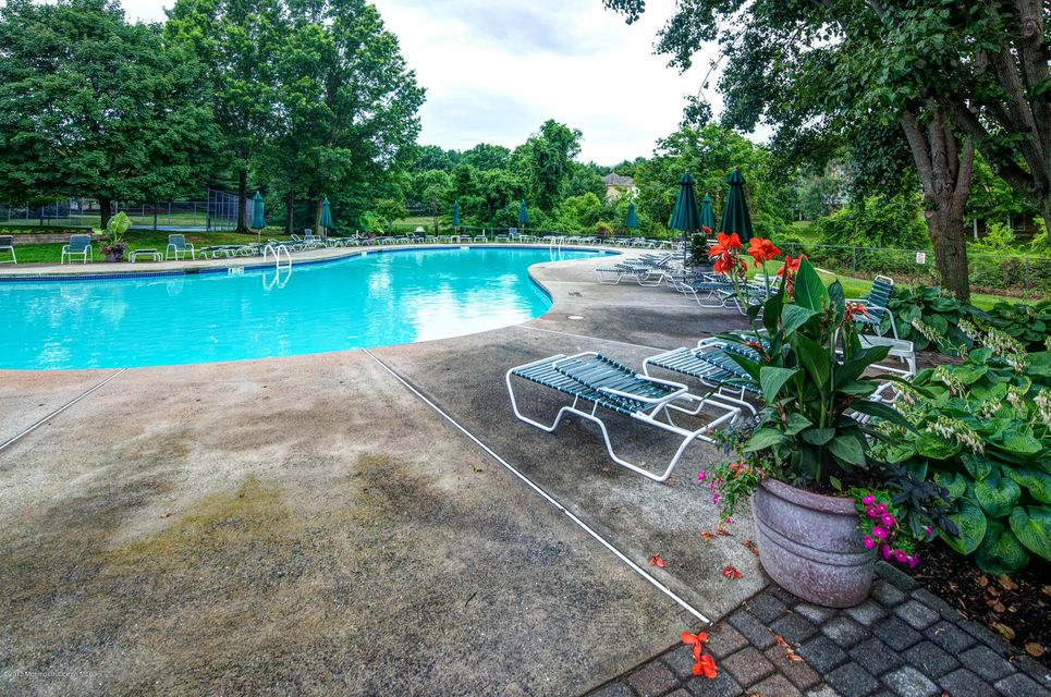 28_Community Pool