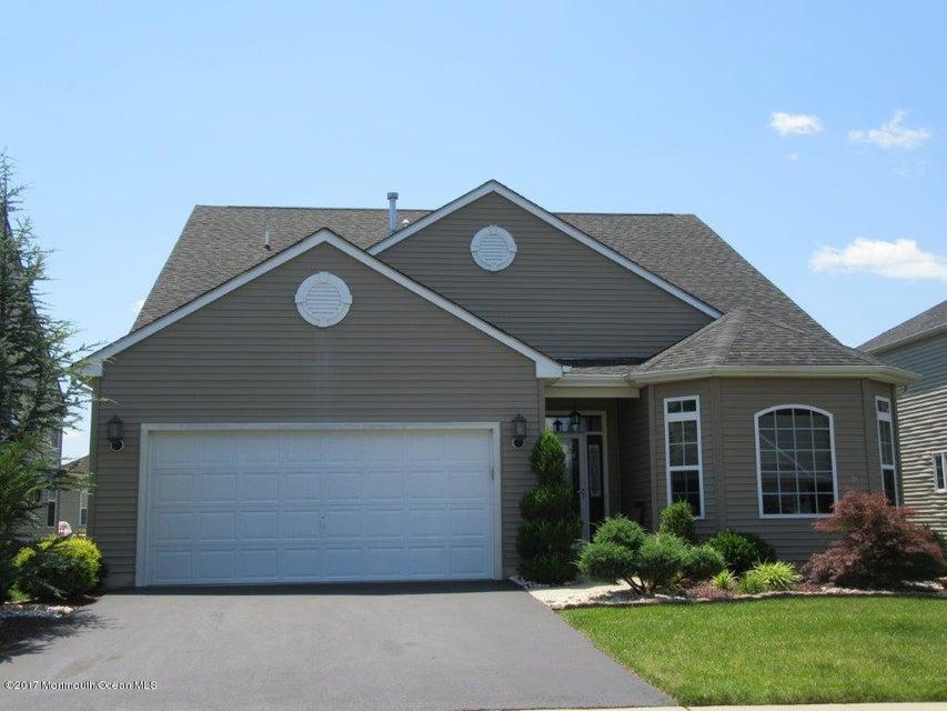 Casa para uma família para Venda às 110 Gascony Avenue 110 Gascony Avenue Monroe, Nova Jersey 08831 Estados Unidos