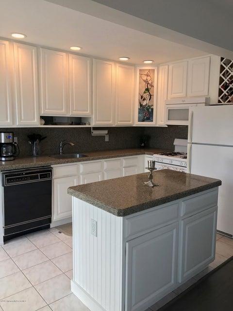 Maison unifamiliale pour l à louer à 70 Nina Court Brick, New Jersey 08723 États-Unis