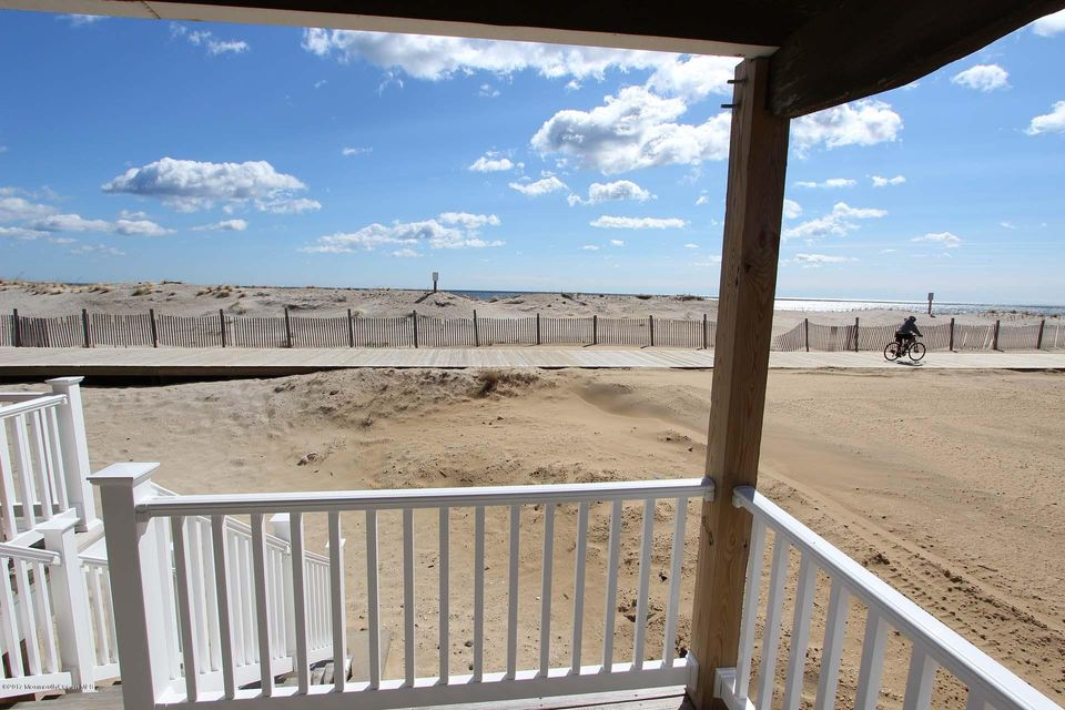 2402  Oceanfront  - Picture 2