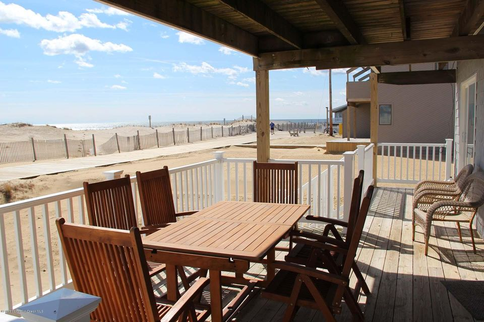 2402  Oceanfront  - Picture 3