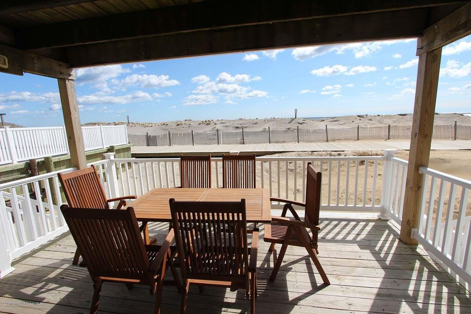 2402  Oceanfront  - Picture 4