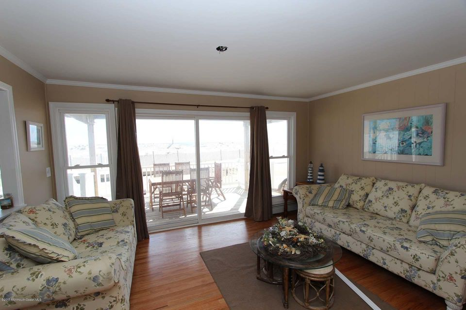 2402  Oceanfront  - Picture 7