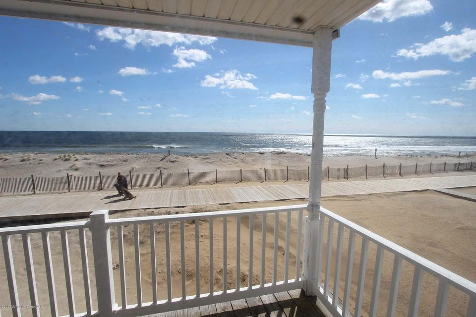 2402  Oceanfront  - Picture 19