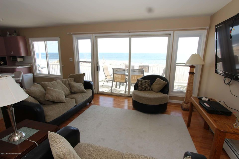 2402  Oceanfront  - Picture 21