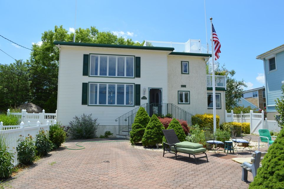 Maison unifamiliale pour l Vente à 12 6th Street Barnegat Light, New Jersey 08006 États-Unis
