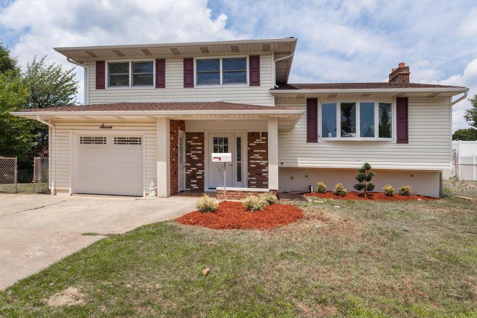 Maison unifamiliale pour l Vente à 7 Baumer Road Sayreville, New Jersey 08872 États-Unis