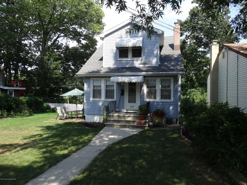 Single Family Home for Sale at 819 Arbordale Drive Cliffwood Beach, New Jersey 07735 United States