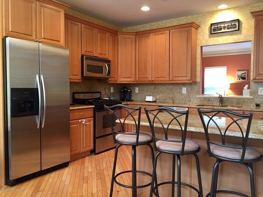 Nhà ở một gia đình vì Bán tại 17 Aspen Way 17 Aspen Way Aberdeen, New Jersey 07747 Hoa Kỳ