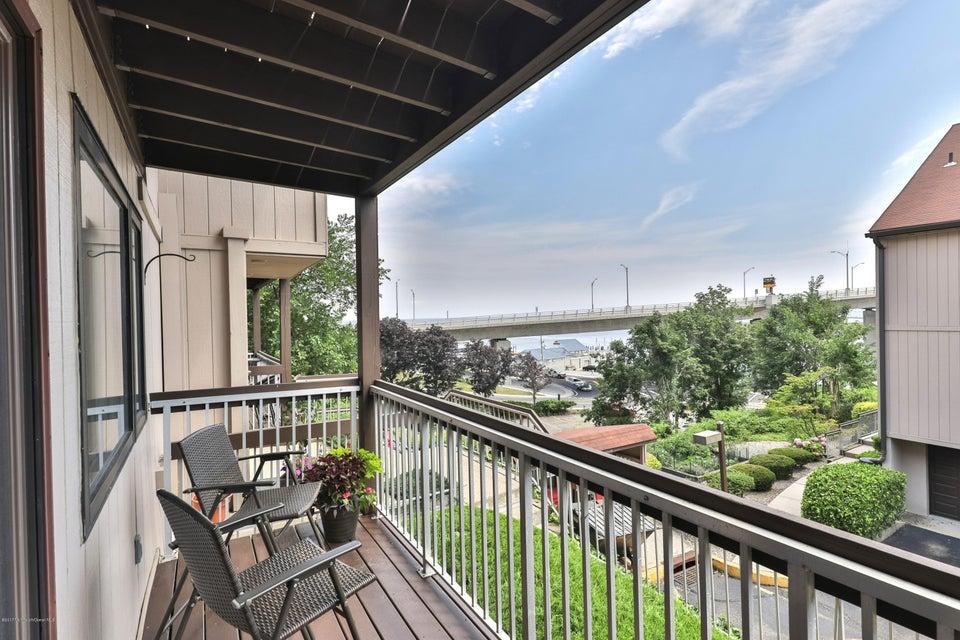 Condominio por un Alquiler en 30 Portland Road Highlands, Nueva Jersey 07732 Estados Unidos