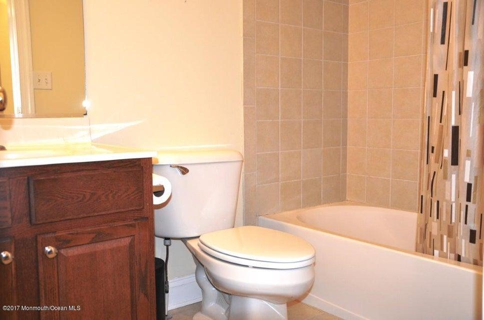 3rd FL Full Bathroom(21)