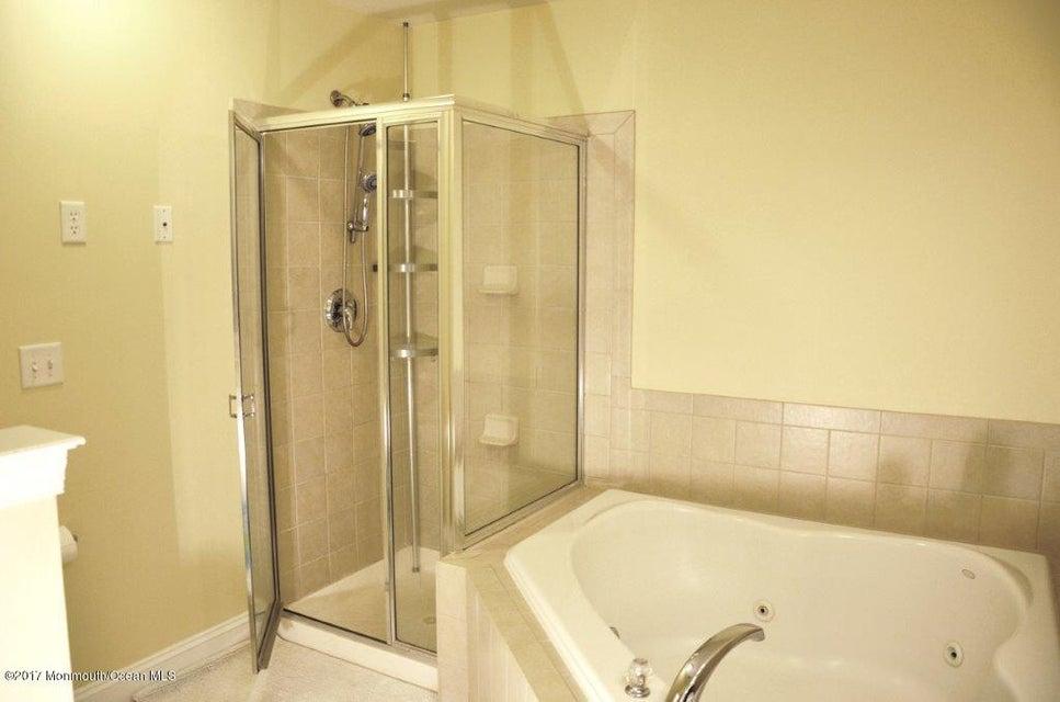 Master Bathroom (14)