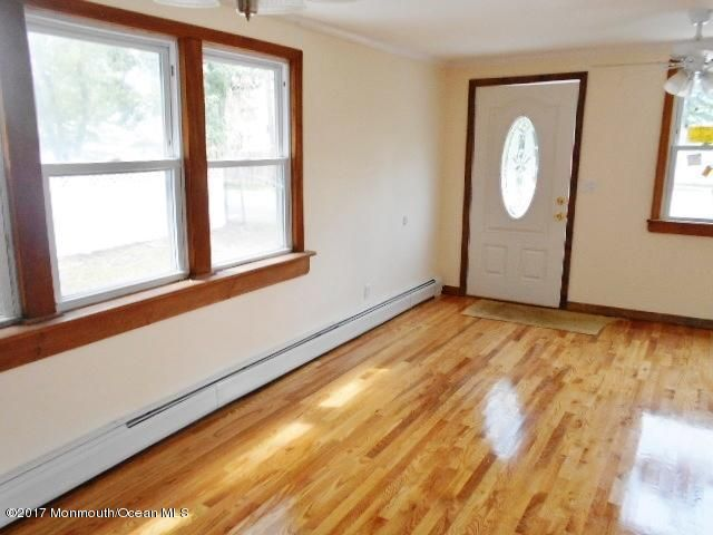 Additional photo for property listing at 434 Prospect Avenue 434 Prospect Avenue Middletown, New Jersey 07748 États-Unis
