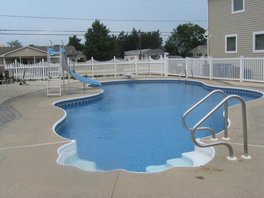 獨棟家庭住宅 為 出售 在 2324 Oriole Way 2324 Oriole Way Point Pleasant, 新澤西州 08742 美國