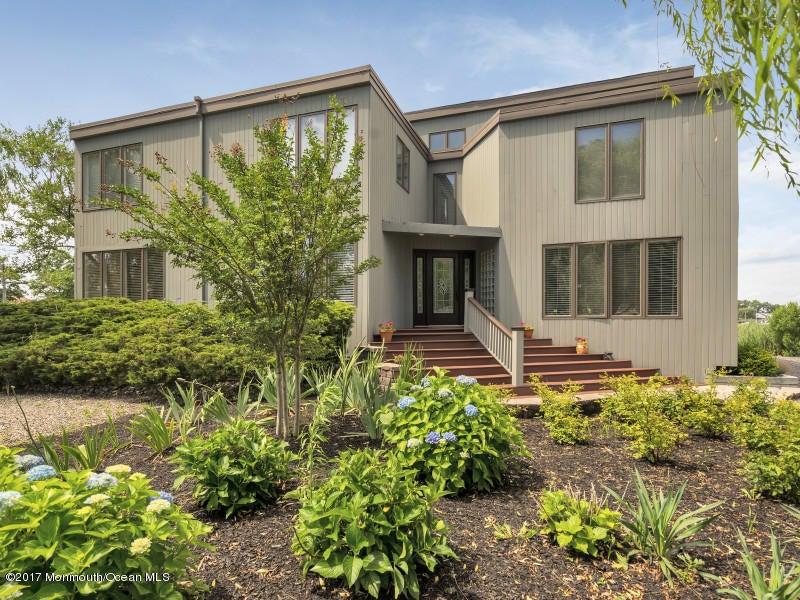 Maison unifamiliale pour l Vente à 187 Monmouth Boulevard 187 Monmouth Boulevard Oceanport, New Jersey 07757 États-Unis