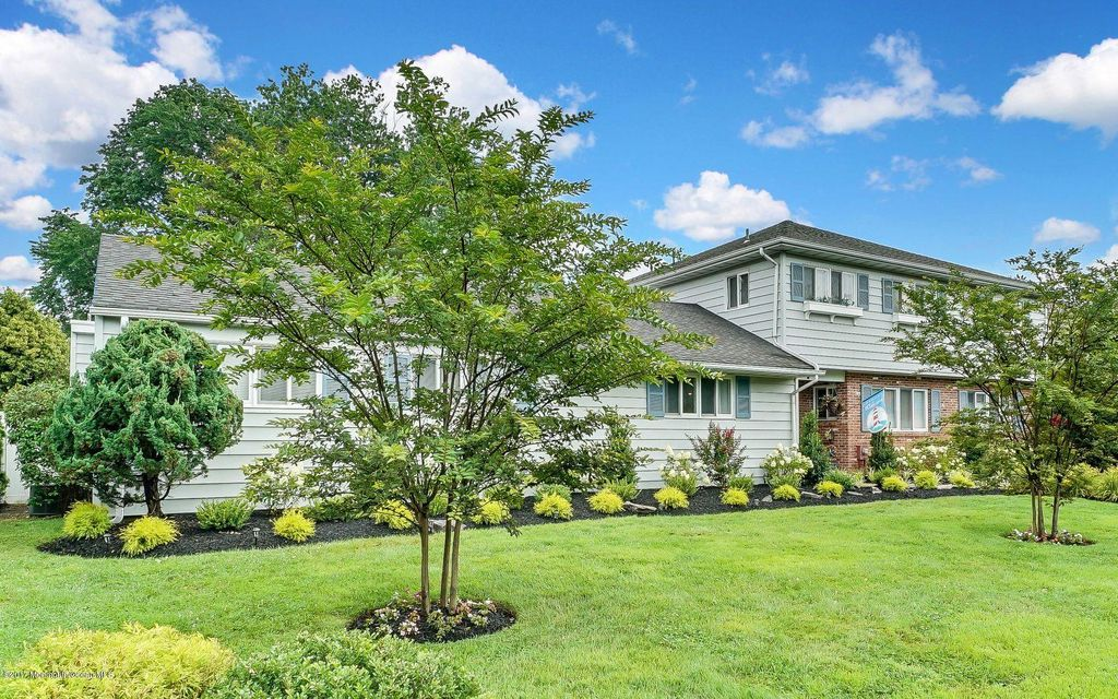 Maison unifamiliale pour l Vente à 710 Shore Road 710 Shore Road Spring Lake Heights, New Jersey 07762 États-Unis