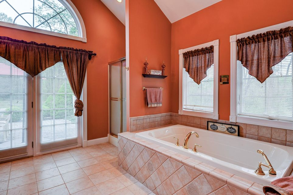 Luxurious Tub Master Bath