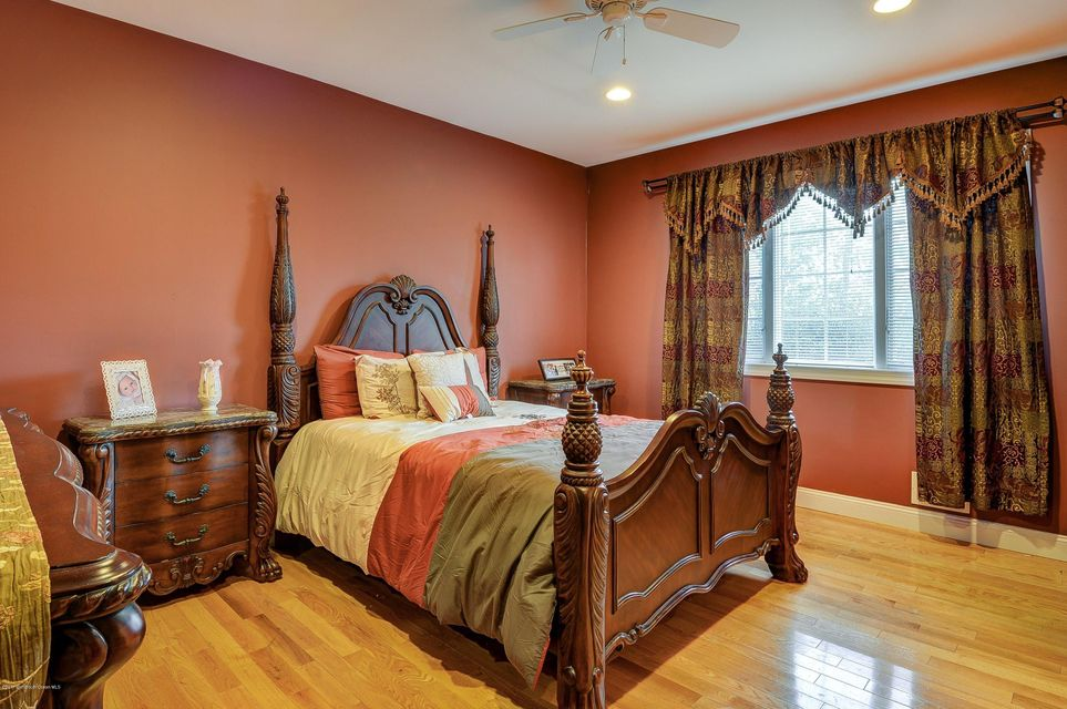 Sumptuous Bedroom 4