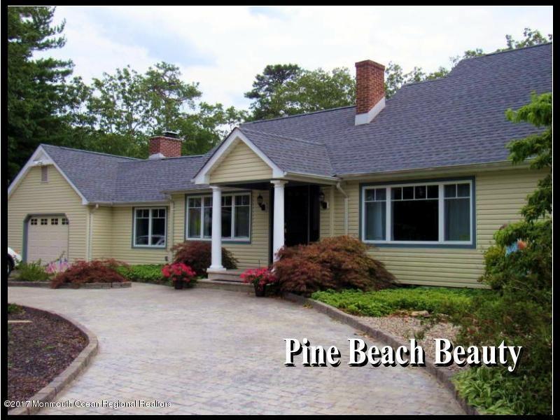 Maison unifamiliale pour l Vente à 101 Springfield Avenue Pine Beach, New Jersey 08741 États-Unis