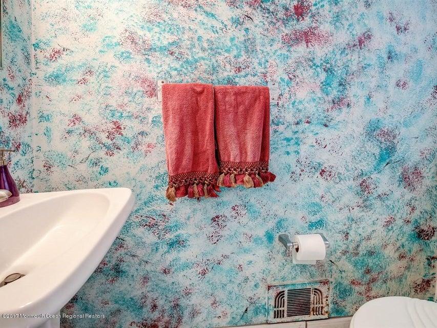 015_1st Floor Bathroom