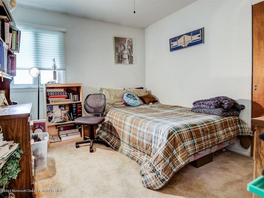 017_2nd Floor Bedroom