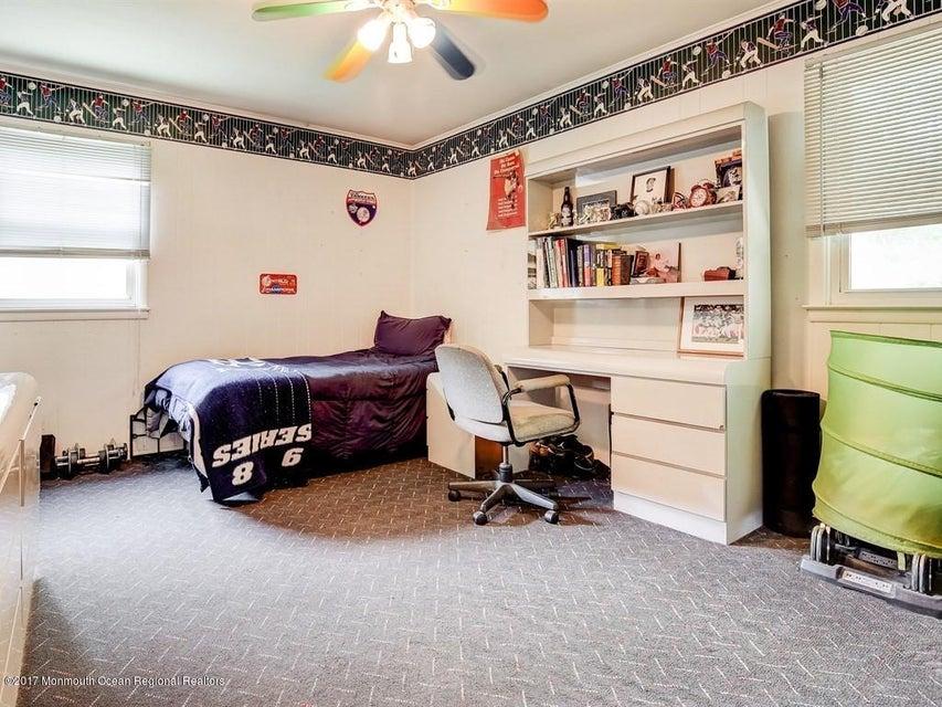 018_2nd Floor Bedroom