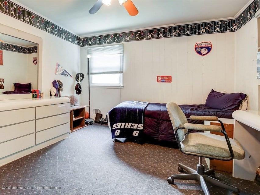 019_2nd Floor Bedroom