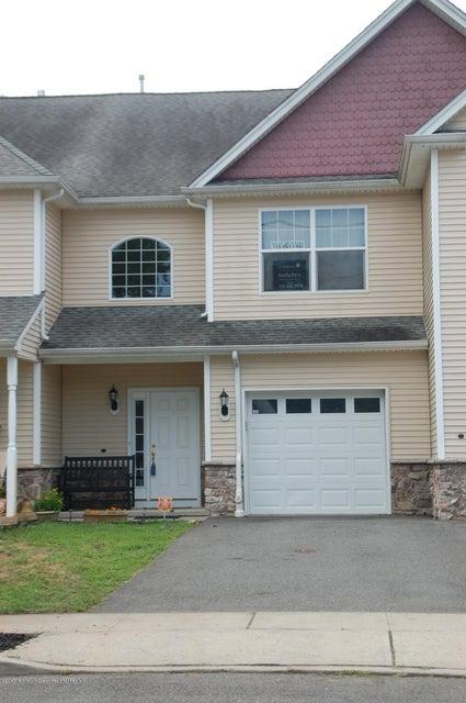 Maison unifamiliale pour l Vente à 100 Pine Street Lakehurst, New Jersey 08733 États-Unis