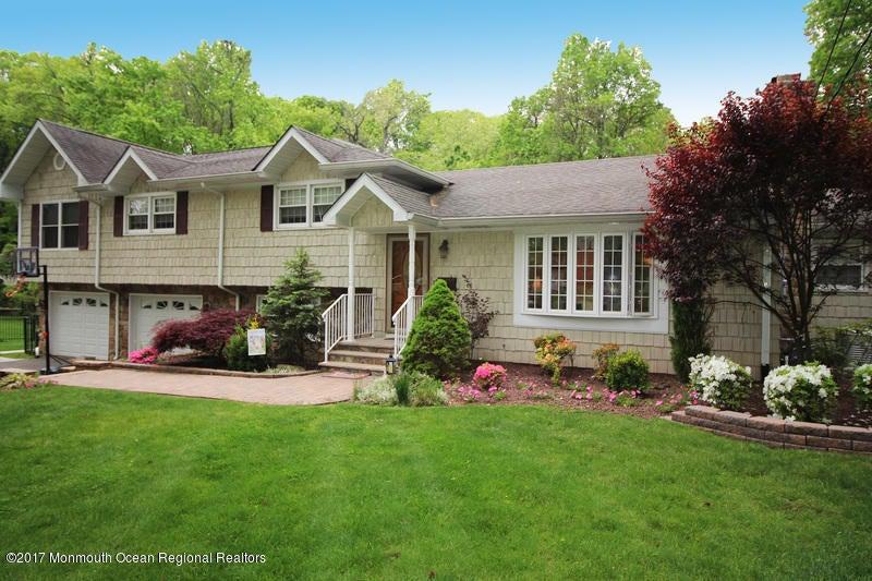 Maison unifamiliale pour l Vente à 130 Stafford Road Colonia, New Jersey 07067 États-Unis