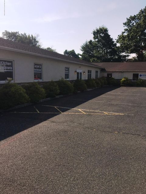 Commercial pour l Vente à 2575 Us Highway 9 Howell, New Jersey 07731 États-Unis