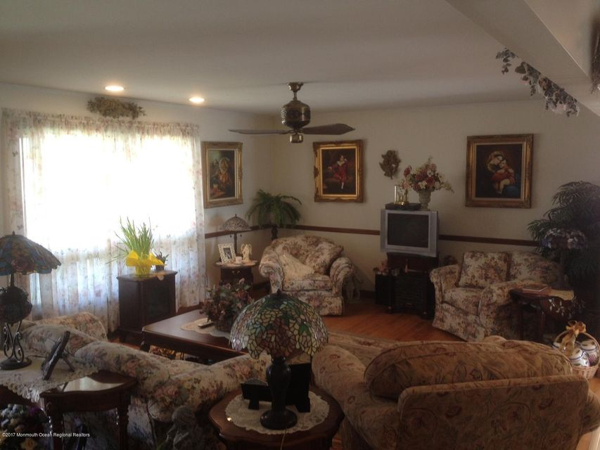 Additional photo for property listing at 19 James Place  Manasquan, New Jersey 08736 États-Unis