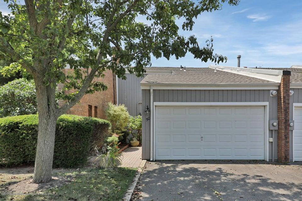 Appartement en copropriété pour l à louer à 50 Linden Court Spring Lake Heights, New Jersey 07762 États-Unis