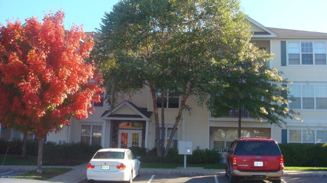 Condominio por un Alquiler en 323 Saint Andrews Place Manalapan, Nueva Jersey 07726 Estados Unidos