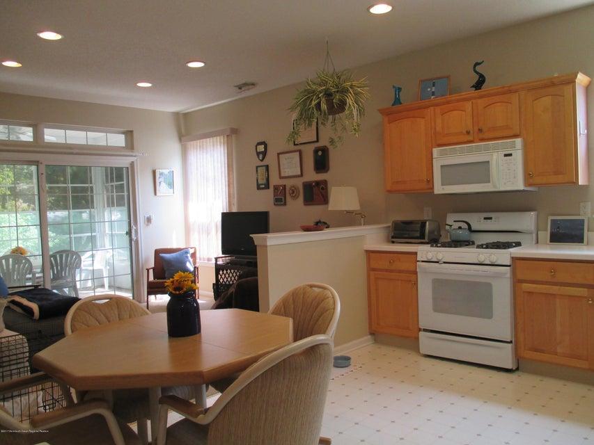 独户住宅 为 出租 在 103 Golden Seasons Drive 莱克伍德, 新泽西州 08701 美国