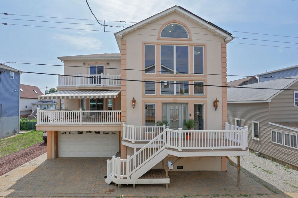 Single Family Home for Sale at 24 Gravelly Point Road Highlands, New Jersey 07732 United States