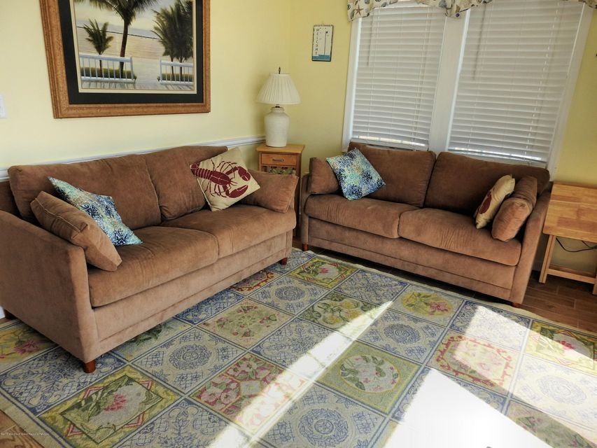 3316  Seaview Road - Picture 3