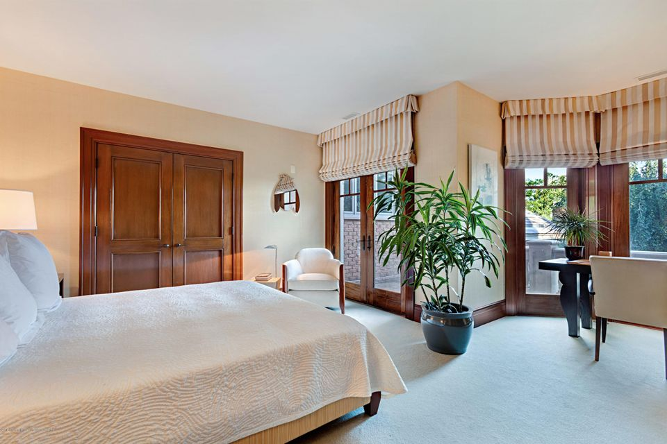 East Wing Guest Suite