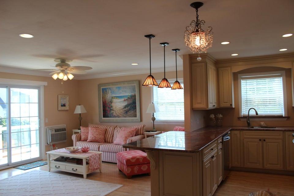 獨棟家庭住宅 為 出售 在 809 Ocean Avenue Avon, 新澤西州 07717 美國