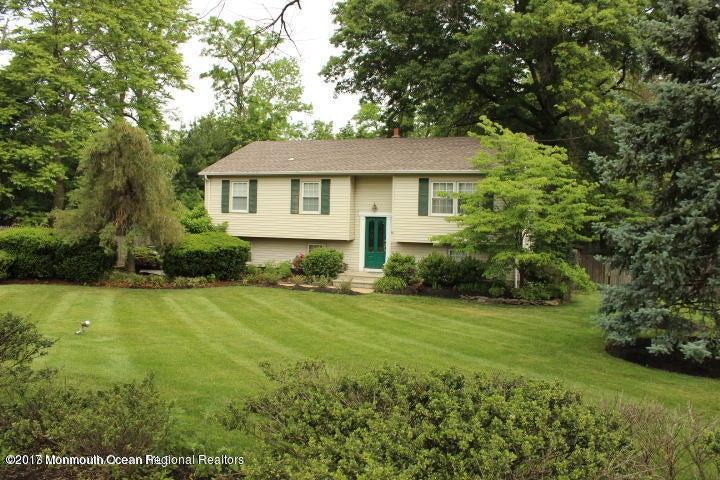 Einfamilienhaus für Verkauf beim 167 Leonardville Road Belford, New Jersey 07718 Vereinigte Staaten